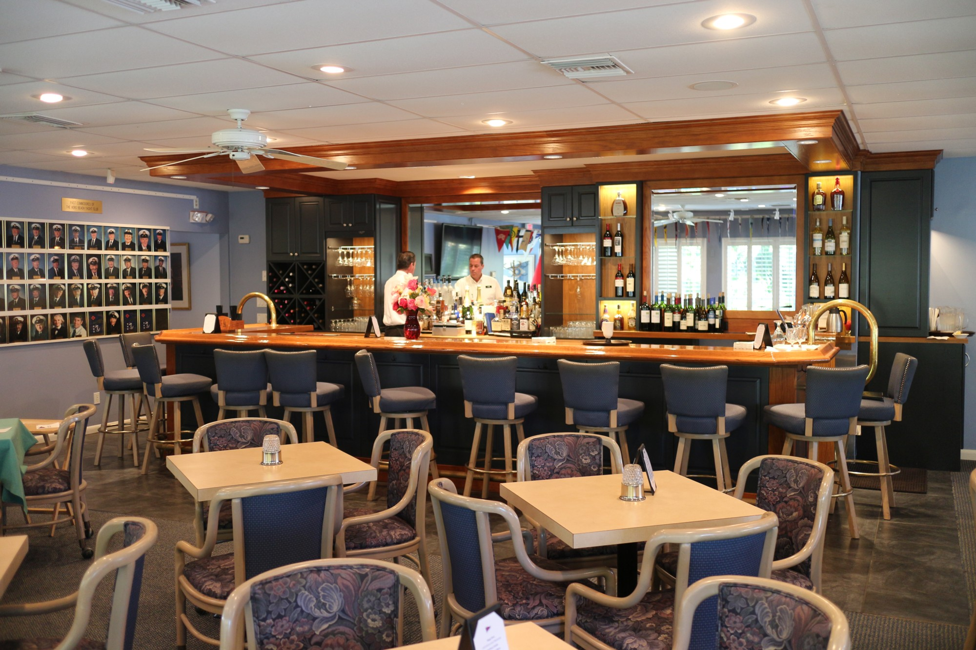 The Casual Burgee Room Is Club S Por Gathering Place For Tails Light Meals And Dinner Members Enjoy Chatting With Friends At Bar Dining